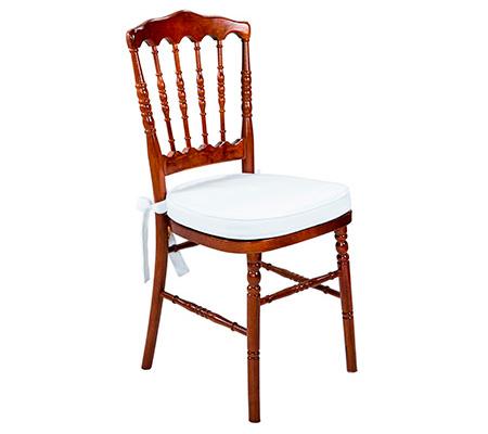 Cadeira-Dior-de-Madeira-com-Assento-Destaque